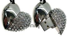 Флешка Uniq USB 2.0 СЕРДЦЕ КРАСАВИЦЫ Серебро 110кам. U-821 63.5гр. 42х38х18мм Водонепр. 4GB (04C14002U2)