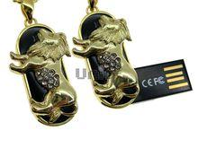 Флешка Uniq USB 2.0 ZODIAK МЕЧТА Лев черный / золото (Leo) 4GB (04C14744U2)