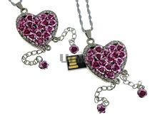 Флешка Uniq USB 2.0 СЕРДЦЕ ИЗ РОЗ, цепочки, розовое, инкруст.96кам. Водонепр. 4GB (04C17157U2)